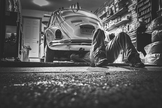 Automobil, investovat do nového nebo udržovat starší model?